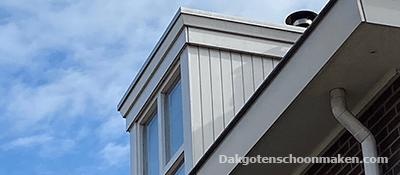 Kleine dakkapel schoonmaken in Utrecht